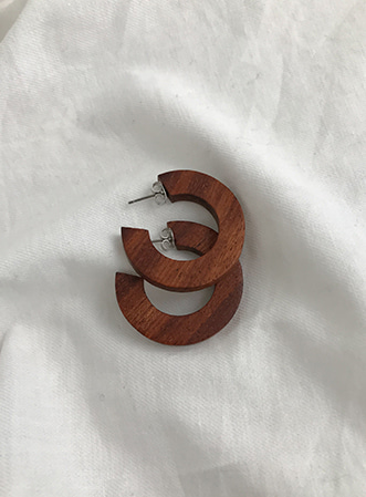 Wood hoop earrings-모스빈