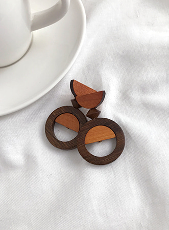 Half fill-up wood earrings 패션쇼핑몰 모스빈(Mossbean)